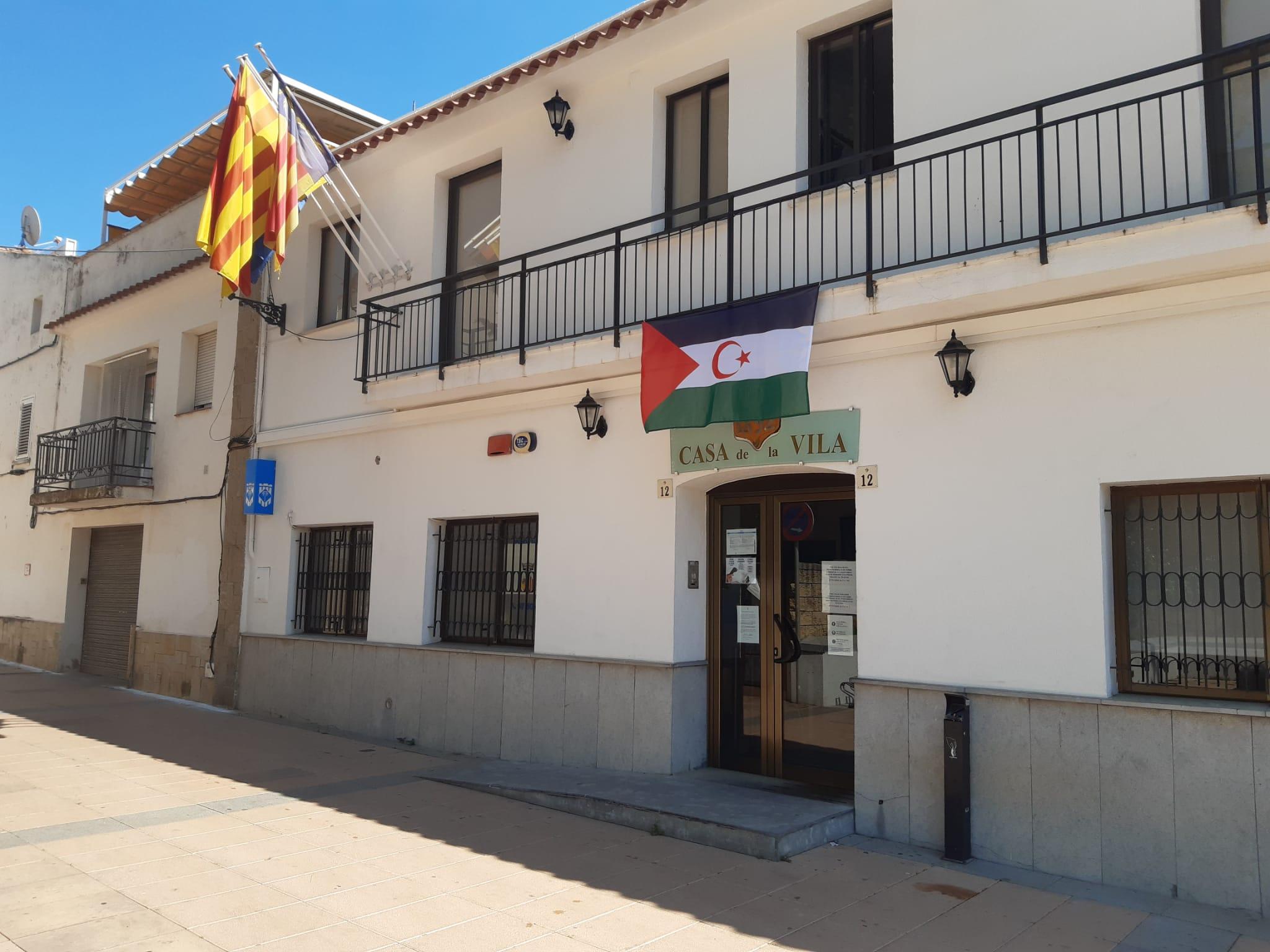 L'ajuntament de Cunit penja la bandera Sahrauí al balcó aquest cap de setmana