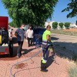 Arriba la màquina de vapor per a la eliminació de les herbes al carrer