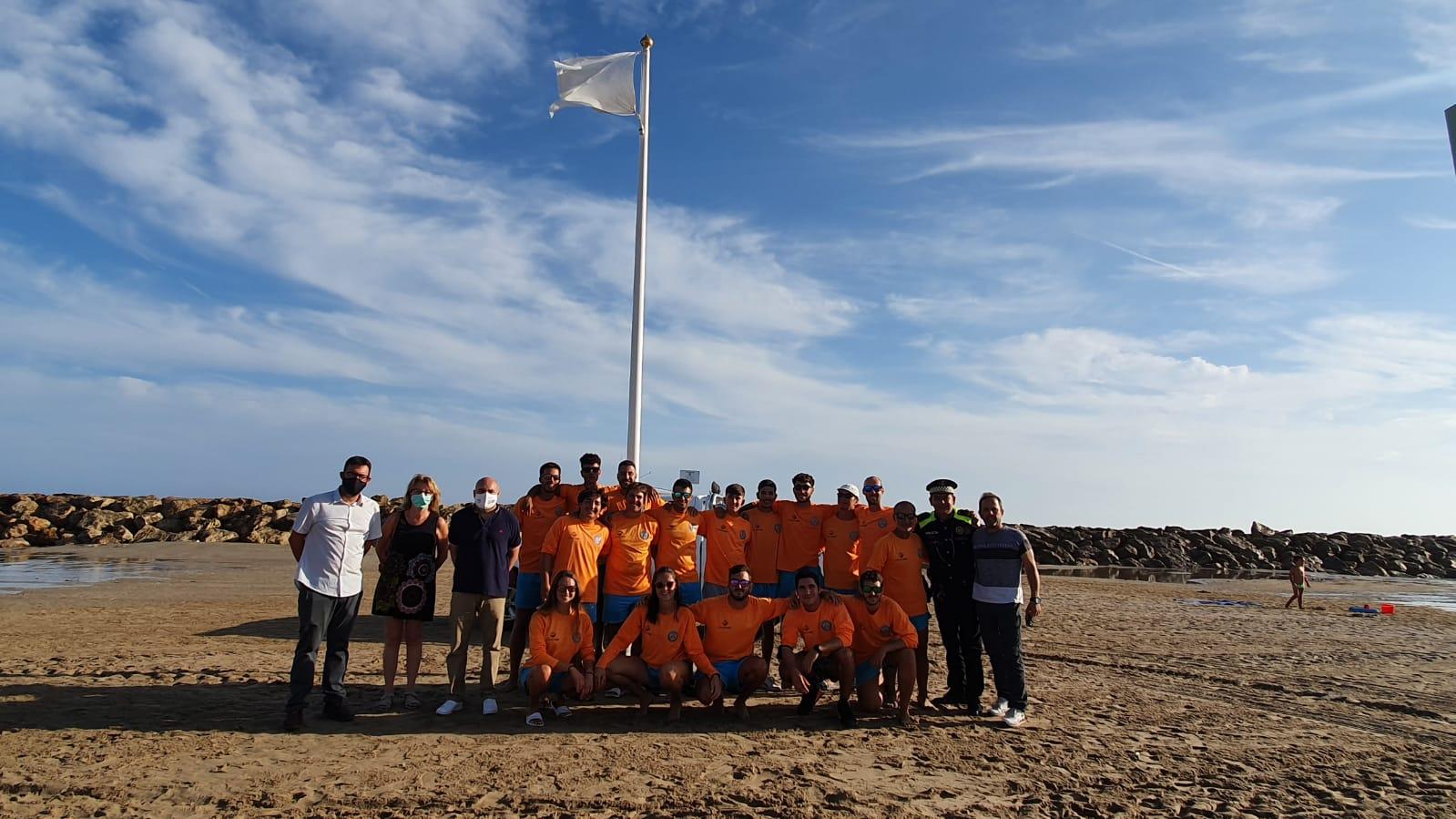 Read more about the article La Bandera Blanca llueix a les platges de Cunit