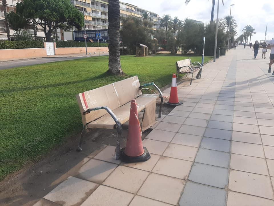 Read more about the article Renovació dels bancs del Passeig Marítim